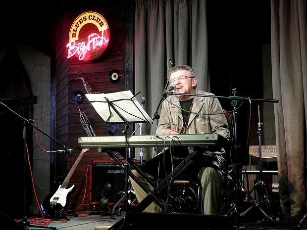 Бард пианист Сергей Шишкин в клубе Big Fish