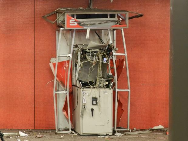 Преступники взорвали в Берлине в Шарлоттенбурге банкомат Фото