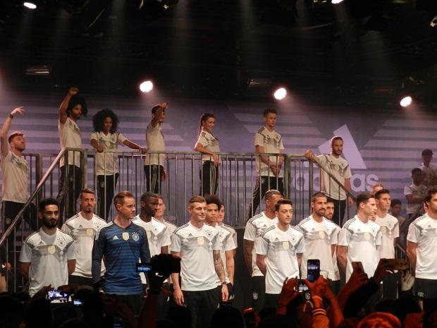 Самолет с футболистами сборной Германии совершил аварийную посадку 9 сентября 2021