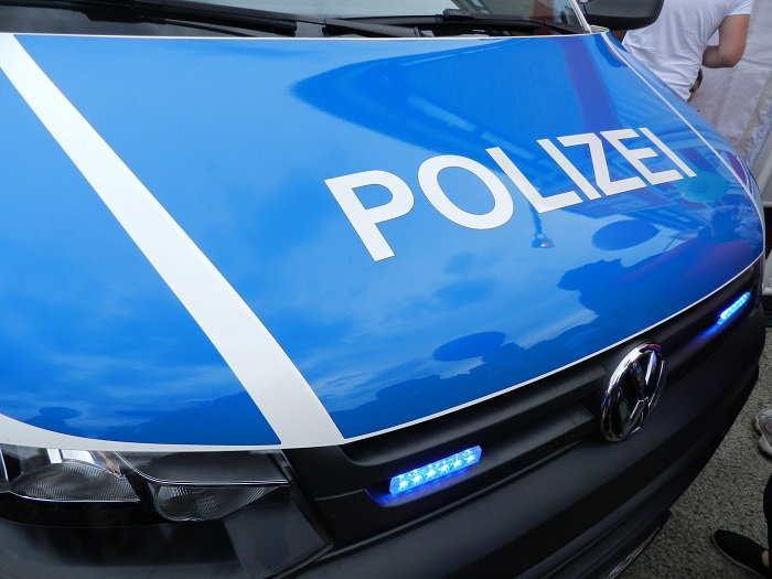 Во Франкфурте около 50 человек напали с бутылками на полицейских