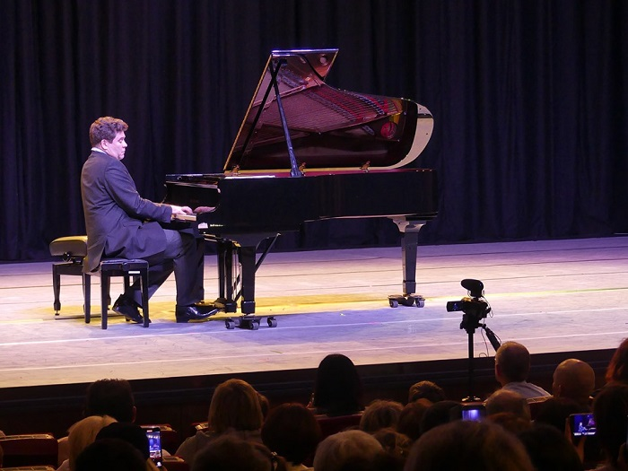 Пианист Денис Мацуев планирует выступить в Берлине с концертом в июне 2020