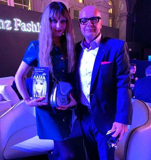Певицу Lama Сафонову пригласили в Прагу как российского дизайнера