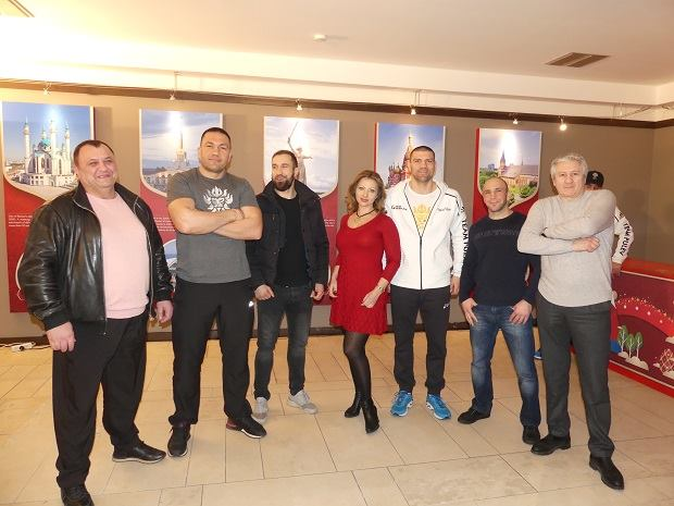Певица Елена Нузман пожелала удачи болгарскому боксеру Кубрату Пулеву в бою с Джошуа 12 декабря