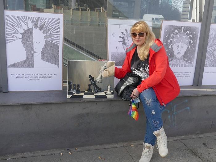 Художник Людмила Якунина приняла в Берлине участие в акции в поддержку искусства и культуры